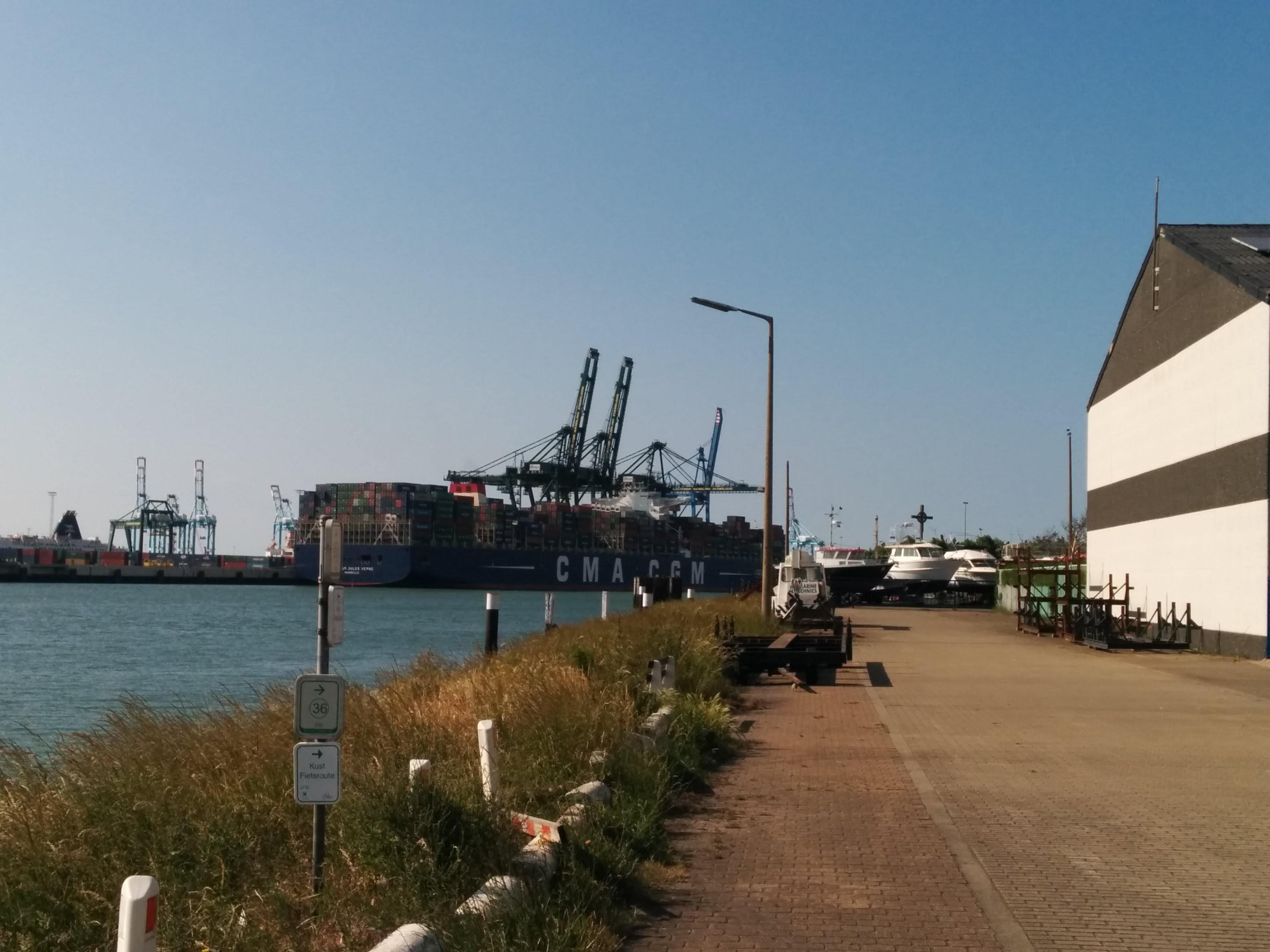 RunCommute Containership